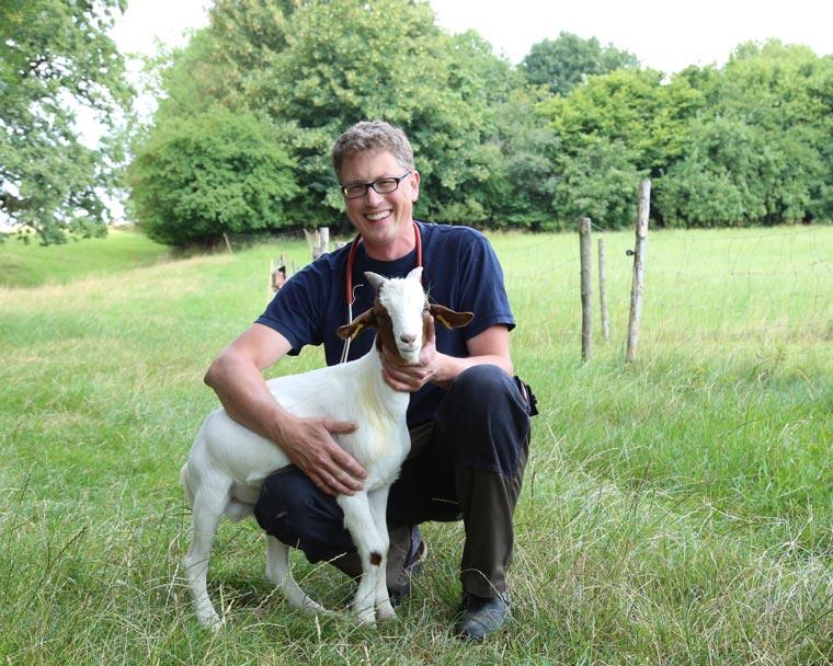 Tierarzt mit Ziege